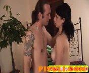Скриншот для видео Взрослый чувак отымел 20 летнюю секси девку